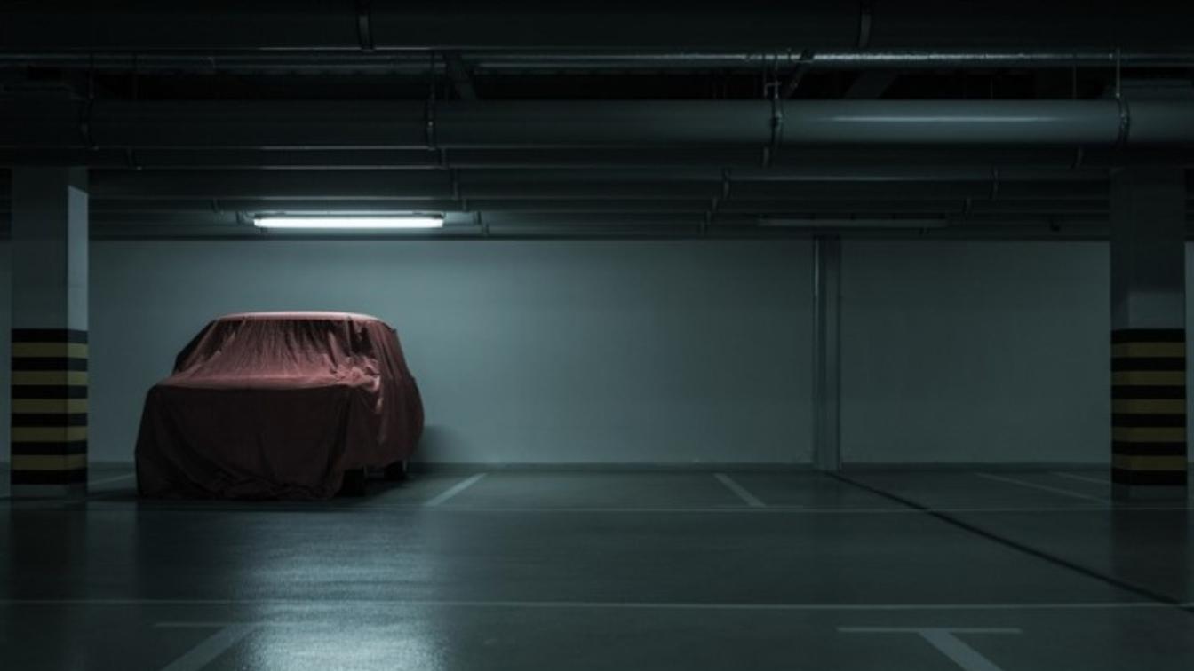 Carro parado na garagem: cuidados especiais para evitar problemas